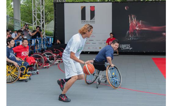 東京パラリンピック開幕5年前   台場で、車椅子バスケットを楽しむ