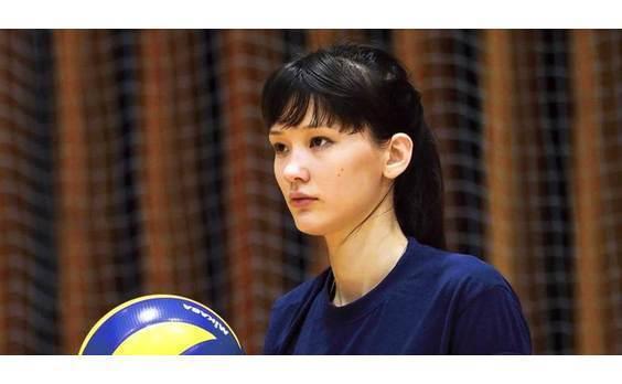 電通、カザフスタンのバレーボール選手、サビーナ・アルシンベコバ氏の 独占マーケティング権を取得