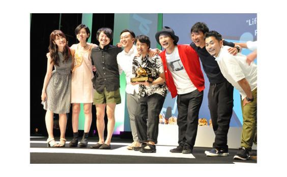 第63回カンヌライオンズ 国際クリエイティビティ・フェスティバルにおいて 電通グループは電通のデザイン部門グランプリを含め31個の賞を獲得