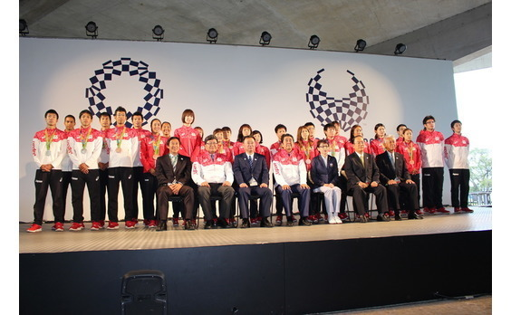 安倍首相がリオオリンピックの日本代表選手団と交流