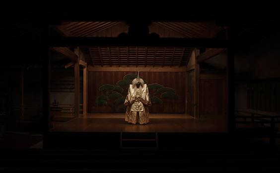 """伏見稲荷大社で夕闇に溶ける""""幽玄""""を味わう「夕暮能」"""