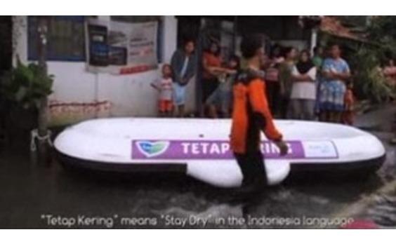 インドネシア発★ 花王インドネシア、「ロリエ」型救命ボートで洪水対策支援