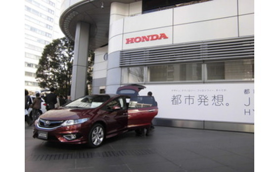 HONDA、6人乗りの新型乗用車「JADE(ジェイド)」を発表 日本の都市生活を満喫するための「都市発想。」のミニバン