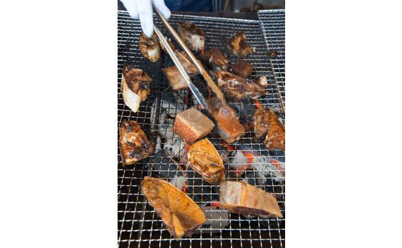 まぐろもあります!!   「肉まぐろフェス」横須賀で開催