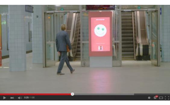 スウェーデン発★コカ・コーラが顔認識技術 ×「コーク文字」でハピネス伝える