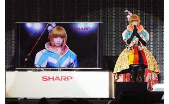 シャープ液晶テレビ「AQUOS 4K」新CM発表イベント きゃりーぱみゅぱみゅさんが新CM楽曲を披露