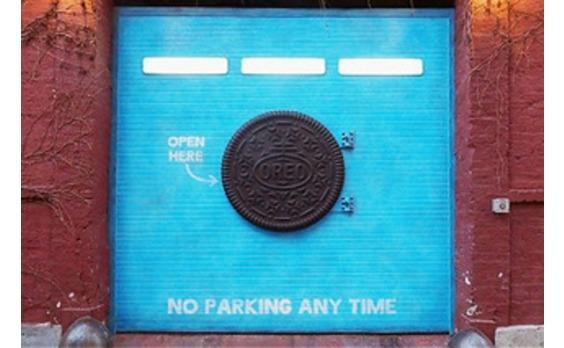 US発★謎の「オレオ」形ドア マンハッタンに現れる