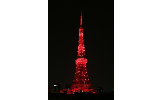 5/5東京タワーに異変が! 犯人は人気ゲーム最新作「ペルソナ5」