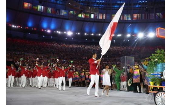 マクドナルド オリンピックキッズが開会式で 選手と入場行進