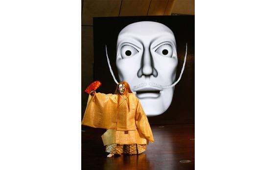 国立新美術館「ダリ展」開催。開会式で「ダリ能」を上演