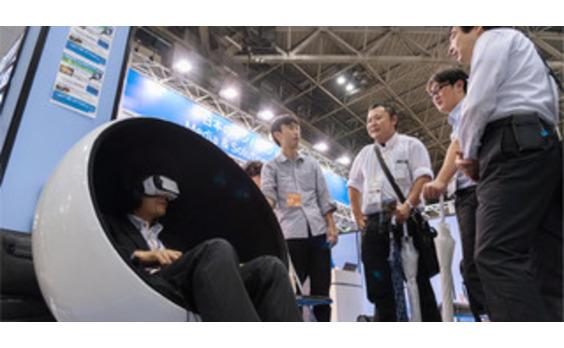 """ツーリズムEXPOジャパンで""""チーム電通""""が初出展 VRからスマートベンダーまでインバウンドテクノロジーを紹介"""
