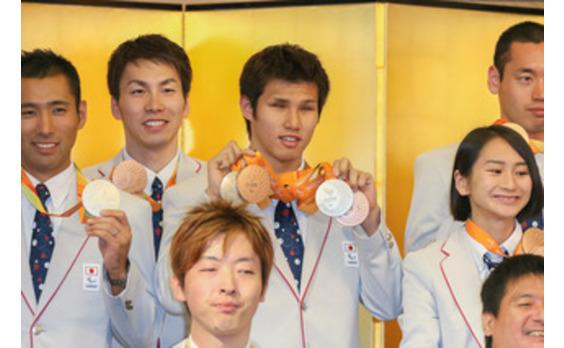 リオパラリンピックのメダリストに 「特別賞」を授与
