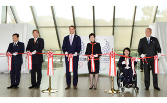 都庁に、オリンピック・パラリンピック フラッグの展示コーナーを開設