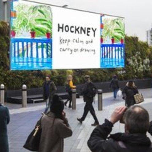 英国ホックニー展 iPadペインティングのデジタルOOHで開催告知