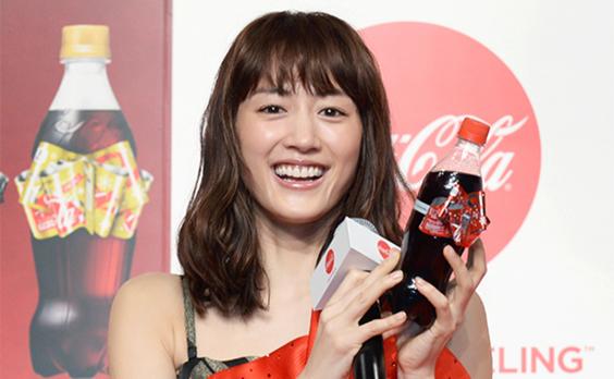 100万個のケーキが当たる コカ・コーラのリボンボトル