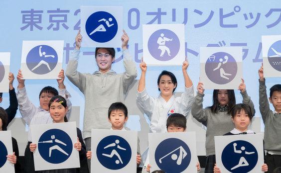 東京2020大会まで500日  ピクトグラム、キャラバンバスを披露