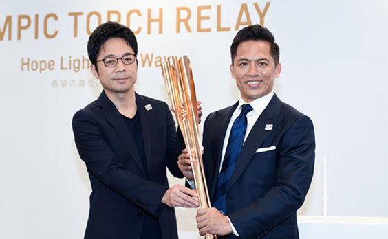 オリンピック聖火リレー  エンブレムとトーチを発表