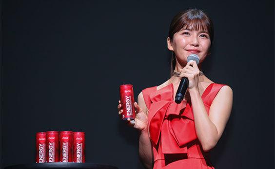 「コカ・コーラ エナジー」新発売  記念イベントで、AAA・宇野さんがパフォーマンス披露