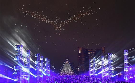 500機のドローンが台場上空を乱舞⁉  東京モーターショーと2020応援プログラムがコラボ(動画あり)