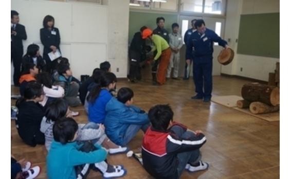 子どもたちに「木育」を  福岡県で体験型授業実施