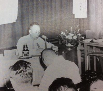 昭和29年、大阪支社ラジオテレビ局長時代。広告電通大学で講演