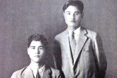 1930年、時事新報盛岡支社で見習い記者時代(右)