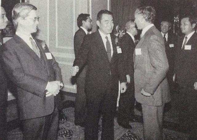 DCA社長交代レセプションで。左は内藤新社長、右は道岡前社長