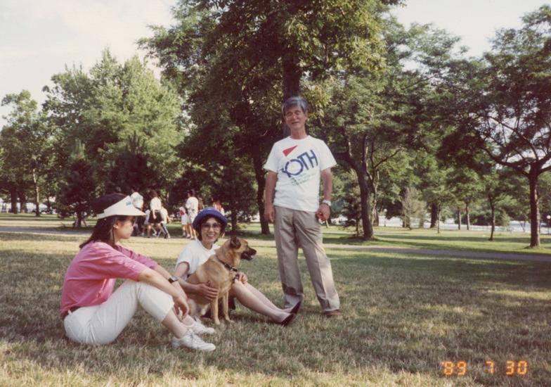 1989年、カナダのナイアガラ公園に家族旅行。信子夫人とあづさとボイ
