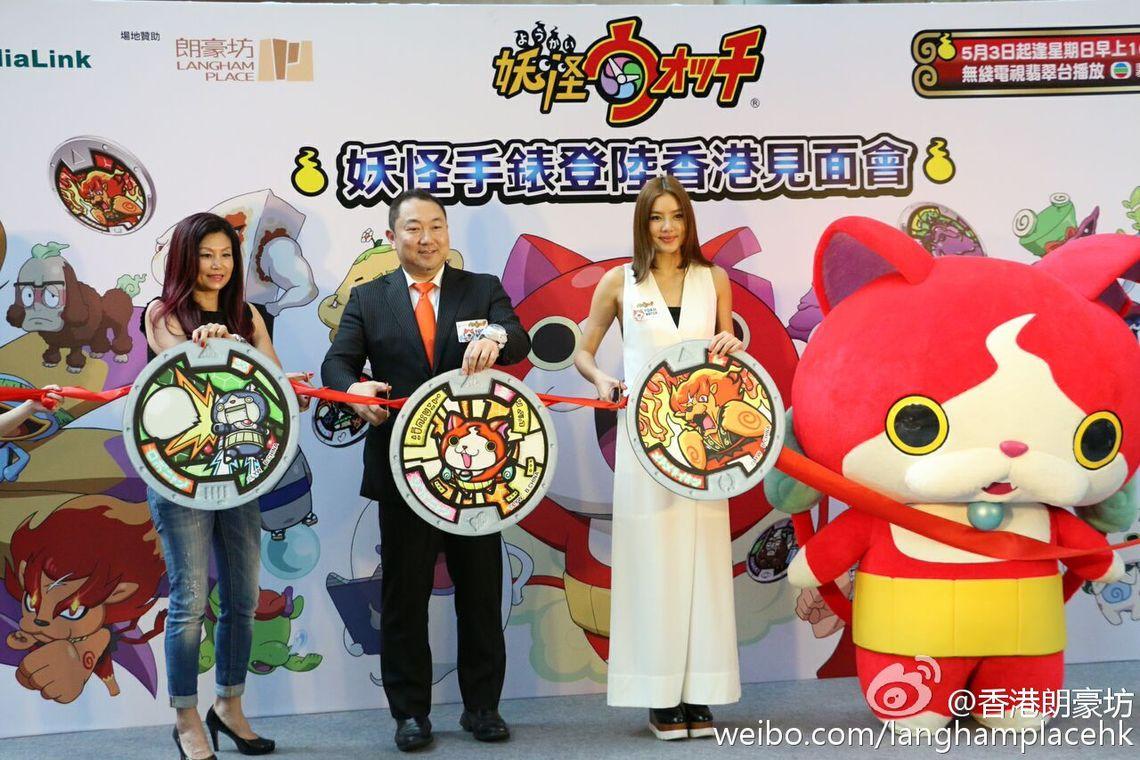 キックオフイベントにて。中央はバンダイ ナムコ アジア取締役・辻太郎氏、右が人気モデルのゲイリ・ライさん