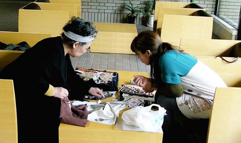 縫製の仕方を教わる。