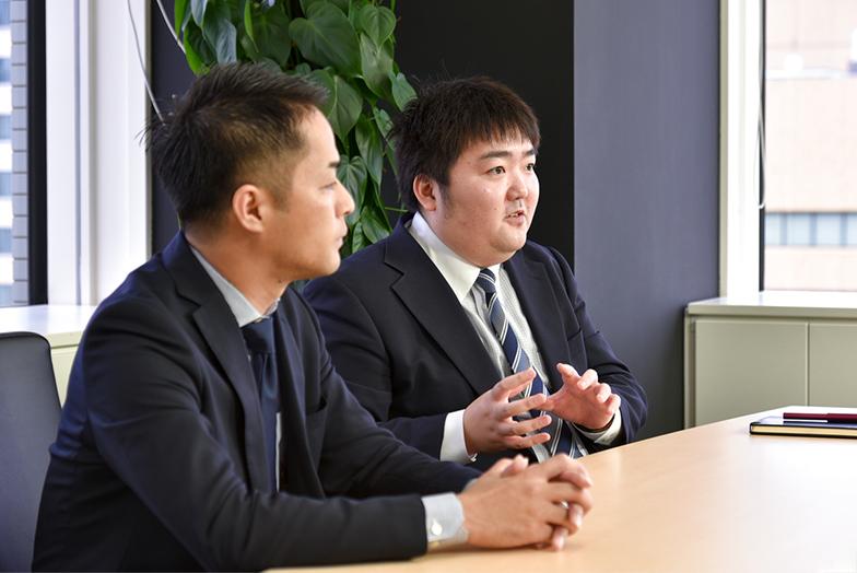 (左から)ネクステッジ電通の矢野さんと勝谷さん