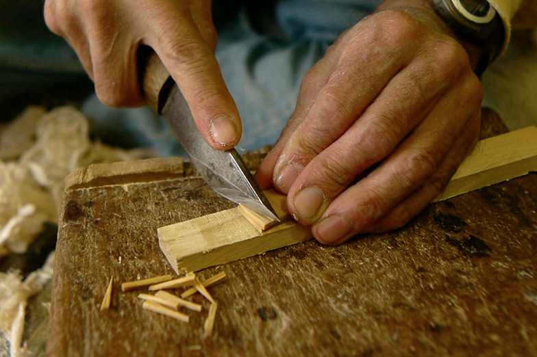 ツゲという木材を煮込んで軟らかくした木釘