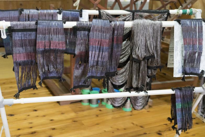 染め上がった絹糸