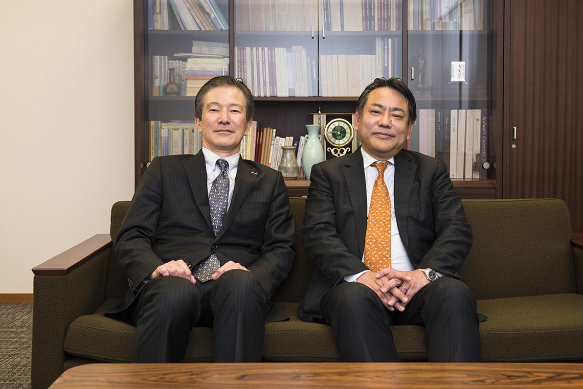 立教大准教授 砂川浩慶氏(右)と電通総研 奥律哉氏