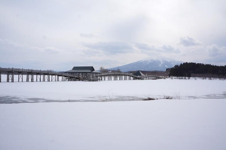 冬の津軽富士見湖。凍っている