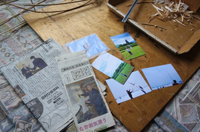 石村さんが取り上げられた記事や鶴凧揚げの写真を見せていただく