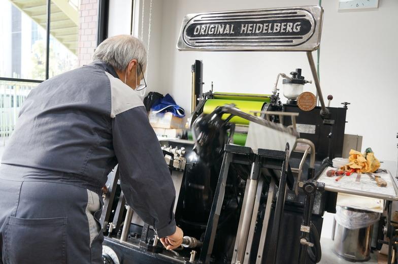 西ドイツのハイデルベルグ社のプラテンという印刷機