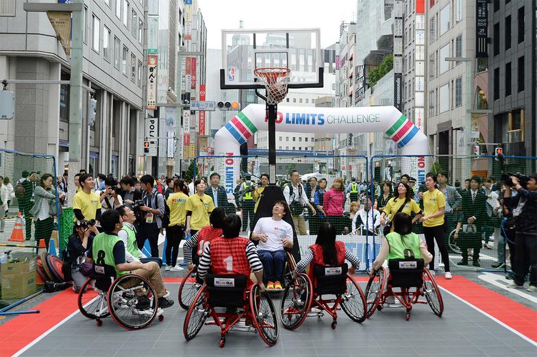 車椅子バスケットボールの体験ブース