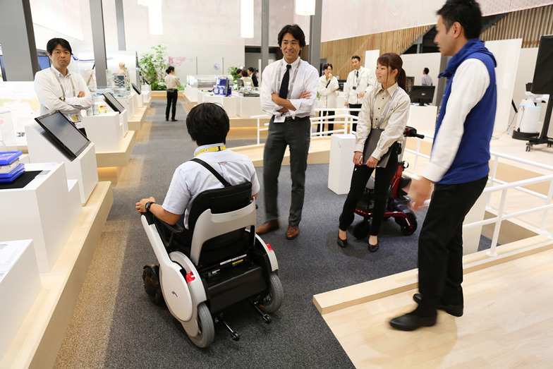 最新の電動車椅子の体験