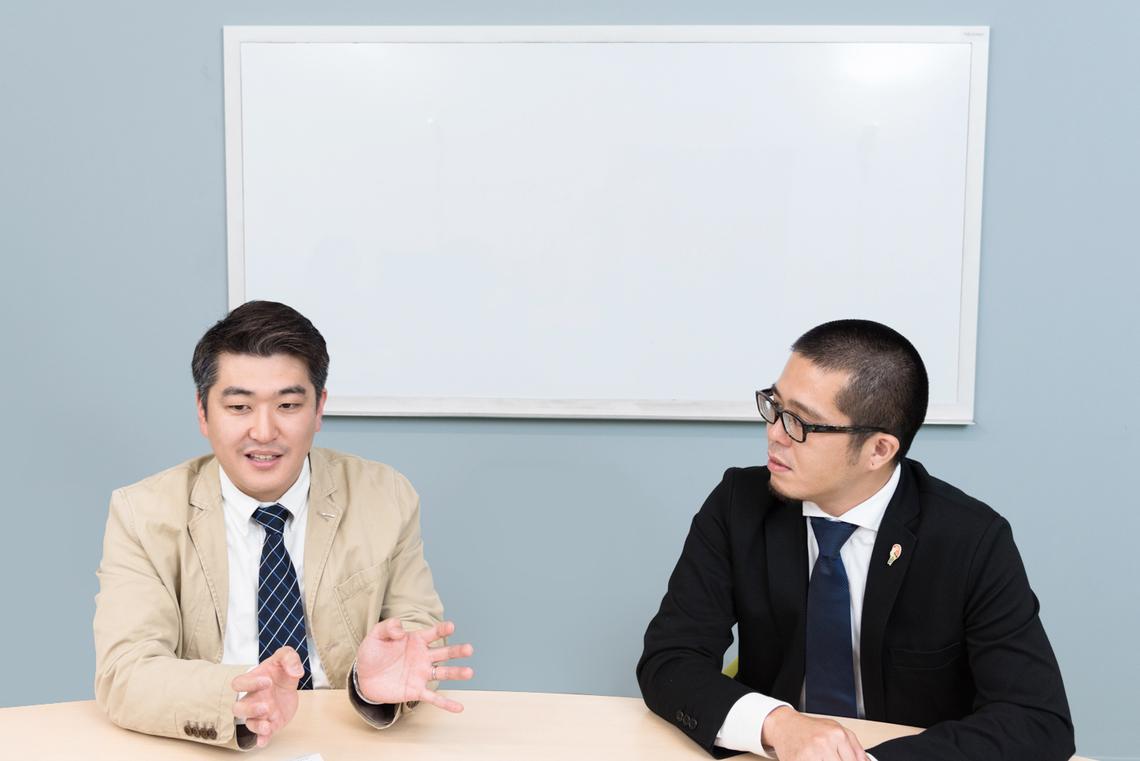 (左から)電通の竹下康介さんと、ネクステッジ電通の原田洋平さん