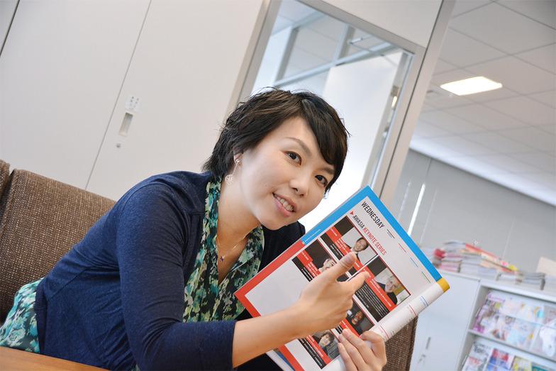 アドウィのパンフレットは、左から開くと英語、右から開くと日本語で書かれてました