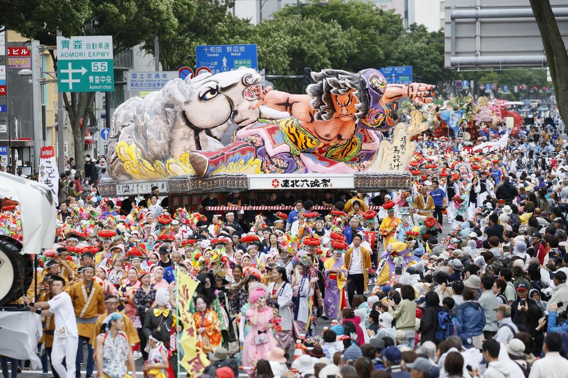 パレードの復路、六つの祭りが混然一体となった「戻り囃子」