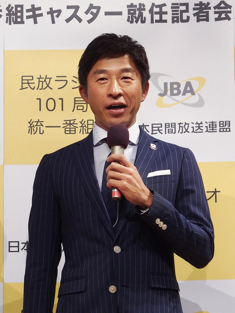 目標とするスポーツキャスターは松岡修造さんと話す荻原さん