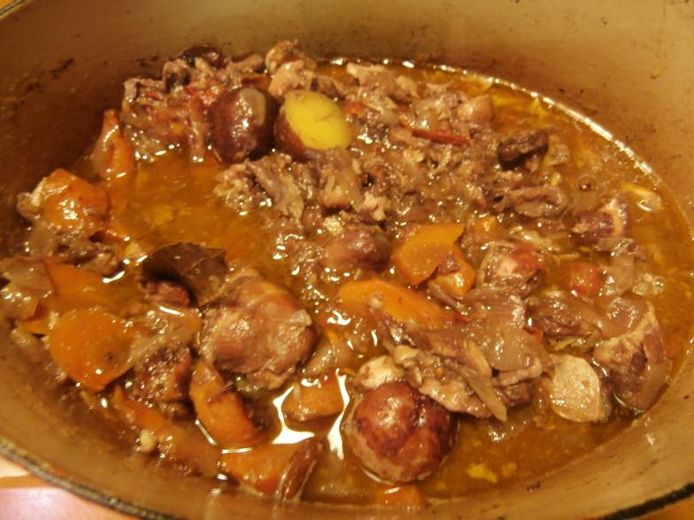 地元食材で作った鶏の赤ワイン煮。酔って写真失敗(笑)