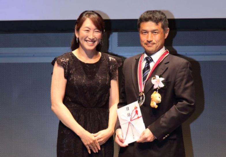 アンバサダーの杉山愛氏と特別賞受賞の徳島県CATVネットワーク機構 秋岡大喜氏