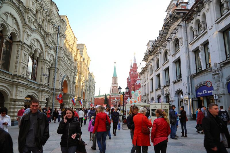 なんだかとても活気があるモスクワの街。 走っているクルマもほとんどがドイツ車、日本車などの外車ばかりでした。