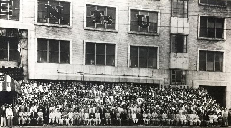 昭和25年、創立50周年を記念して東京本社全社員で記念撮影