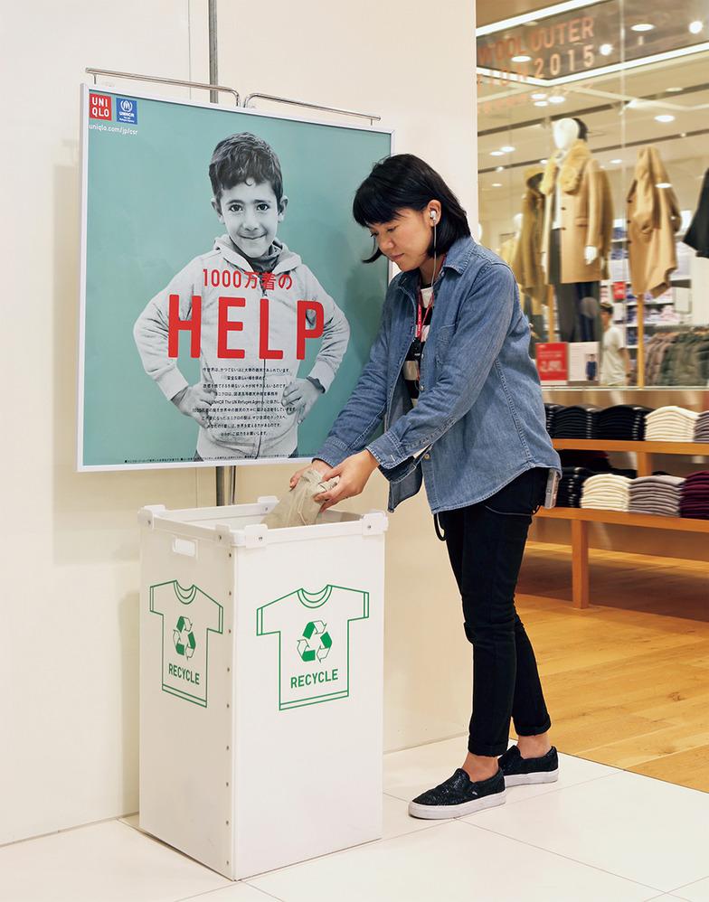 ユニクロ全店舗に設置されている衣料回収用リサイクルボックス。2006年から開始、現在16の国と地域で回収