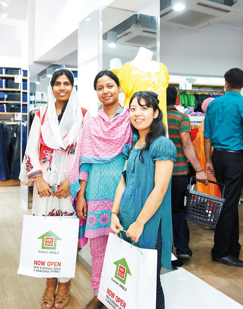 グラミンユニクロの服はすべてバングラデシュで生産・販売。利益のすべては同ビジネスの拡大再生産に還元
