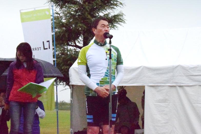 「女川・雄勝フォンド」のスタートであいさつをする村井知事